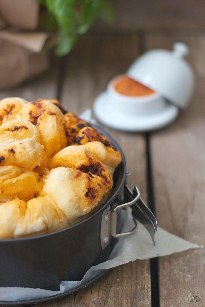Leckeres Kraeuter Zupfbrot mit Kaese als Grillbeilage nach einem Rezept von Sweets and Lifestyle