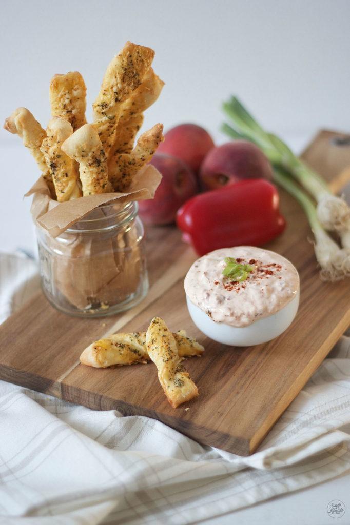 Koestlicher Paprika Pfirsich Dip serviert von Sweets and Lifestyle