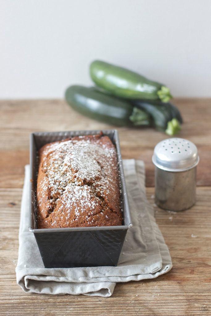Saftiger Zucchini Nuss Kuchen nach einem Rezept von Sweets and Lifestyle