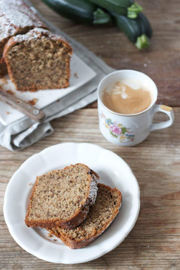 Koestlicher Zucchini Nuss Kuchen zum Kaffee von Sweets and Lifestyle