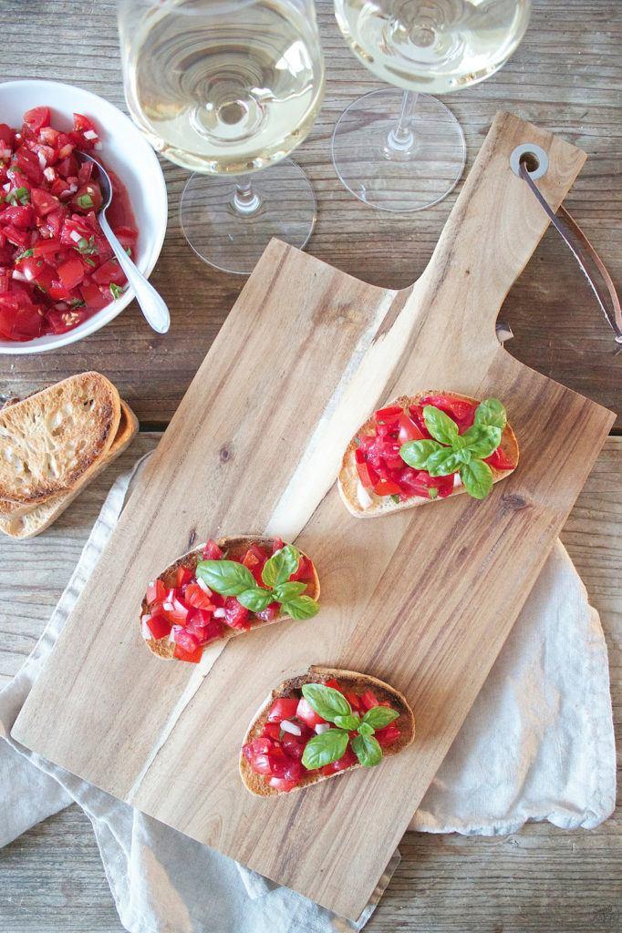 Bruschetta selbst gemacht mit Tomaten aus dem eigenen Garten von Sweets and Lifestyle
