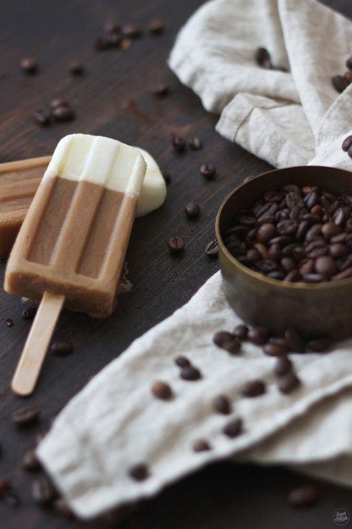 Erfrischende Coffee Popsicles fuer Kaffeeliebhaber von Sweets and Lifestyle