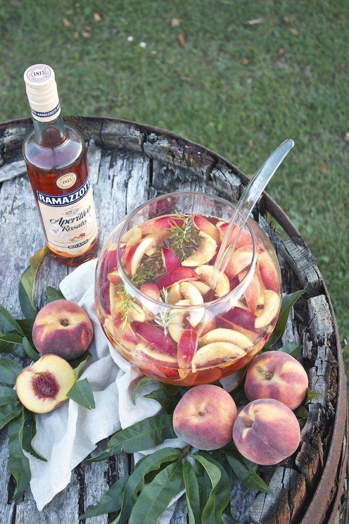 Sommerliche fruchtige Pfirsich Bowle mit Ramazzotti Aperitivo Rosato von Sweets and Lifestyle