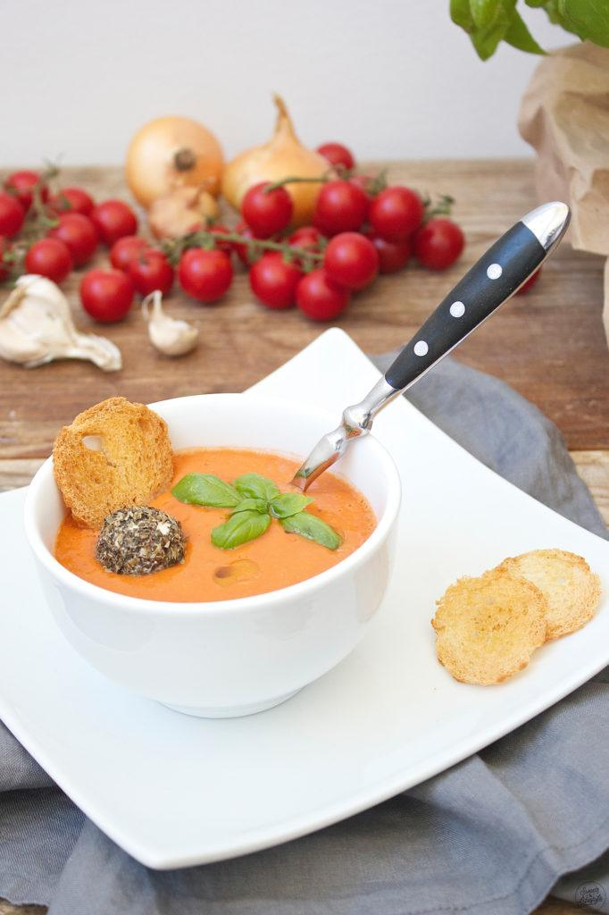 Koestliche Kalte Tomaten-Gurken-Suppe von Sweets and Lifestyle
