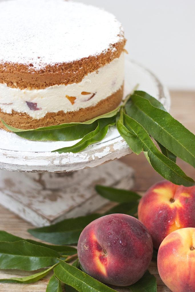 Koestliche und zugleich erfrischende Topfen Pfirsich Torte von Sweets and Lifestyle