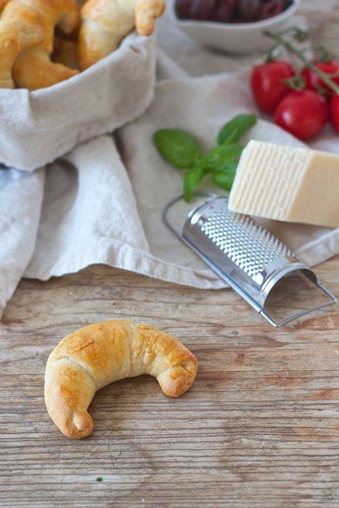 Koestliche pikante Kipferl mit mediterraner Füllung nach einem Rezept von Sweets and Lifestyle