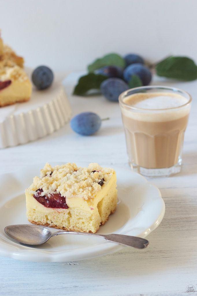 Koestlicher Zwetschken Topfen Kuchen mit Streusel vom Blech von Sweets and Lifestyle