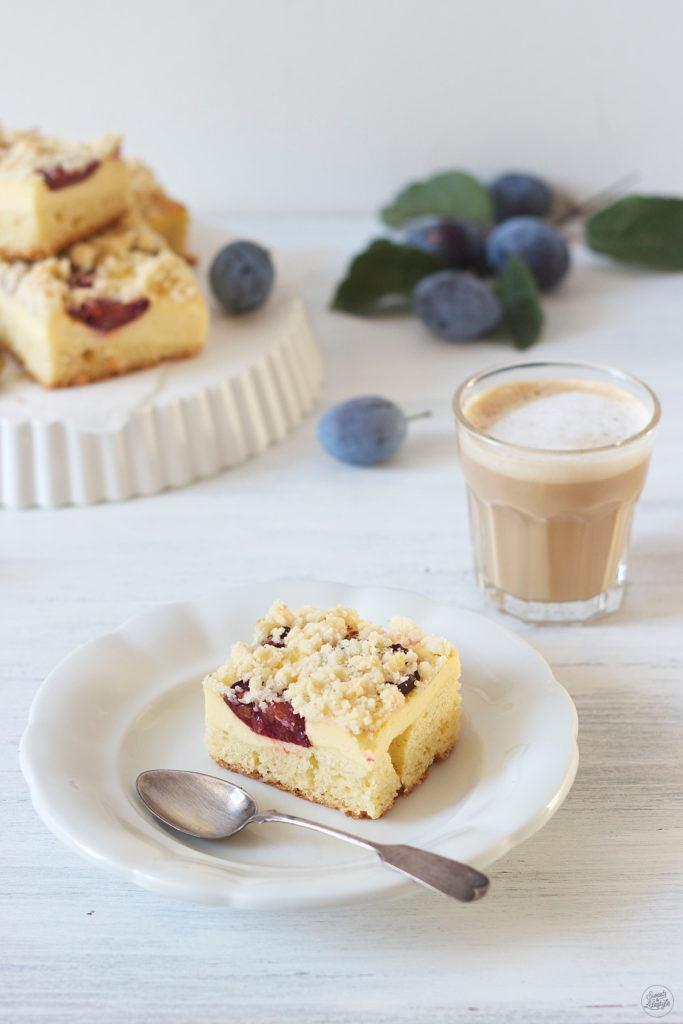 Koestlicher Zwetschken Topfen Kuchen vom Blech nach einem Rezept von Sweets and Lifestyle