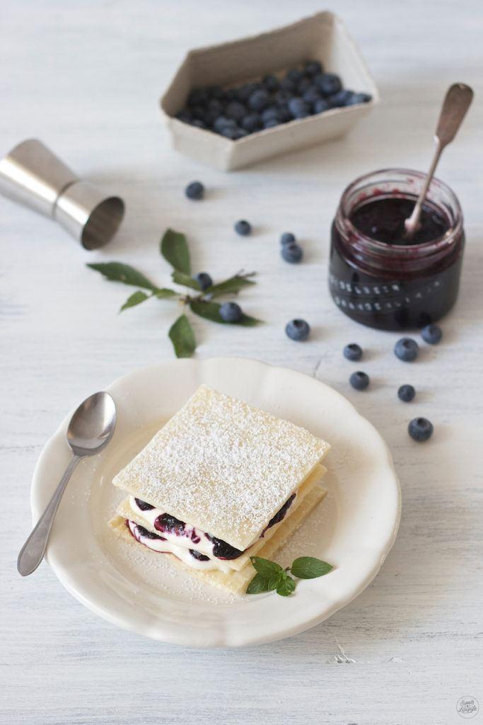 Leckerer Millefeuille mit Heidelbeeren und Mascarpone-Joghurt-Creme von Sweets and Lifestyle