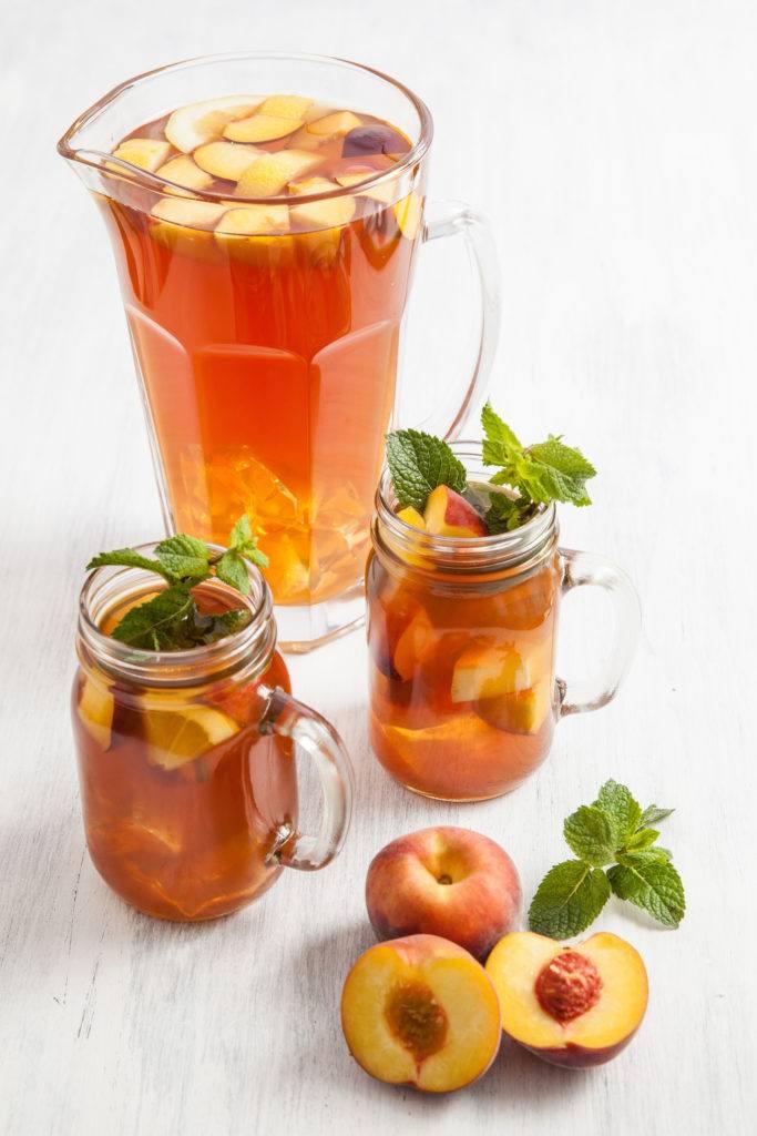Leckerer erfrischender selbstgemachter Pfirsicheistee nach einem Rezept von Sweets and Lifestyle