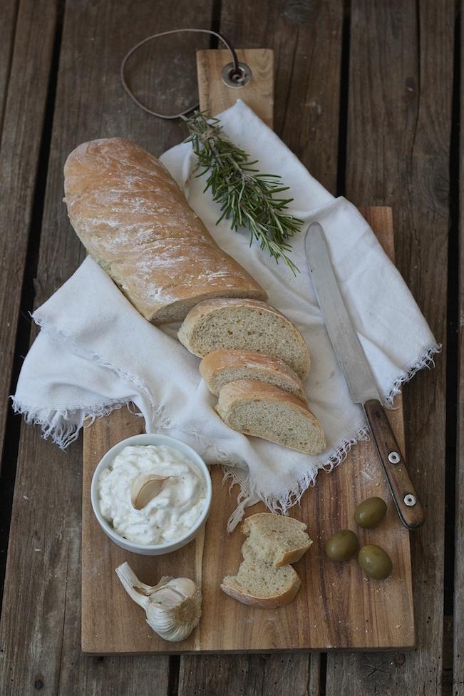 Rustikales Rosmarin Baguette frisch aus dem Ofen von Sweets and Lifestyle