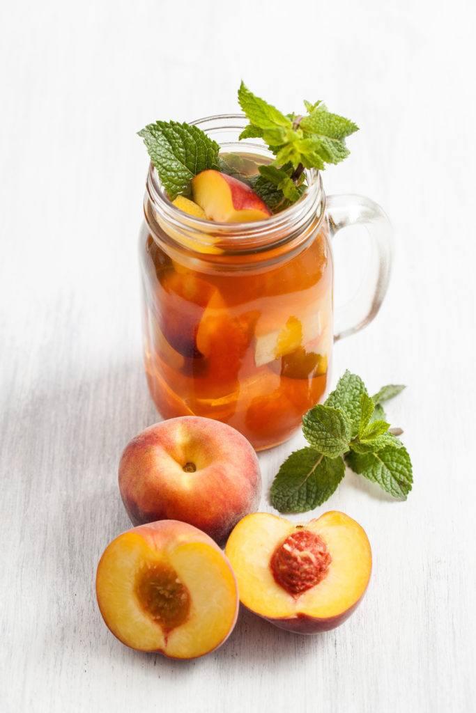 Selbst gemachter erfrischender Pfirsicheistee nach einem Rezept von Sweets and Lifestyle
