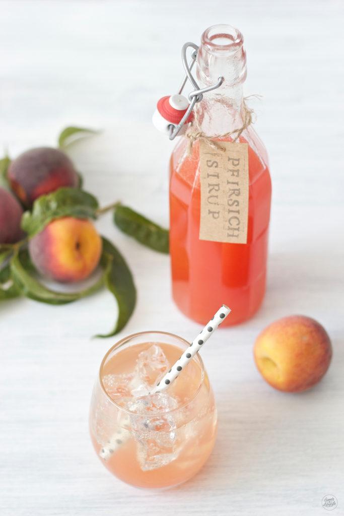 Selbst gemachter fruchtiger Pfirsichsirup von Sweets and Lifestyle