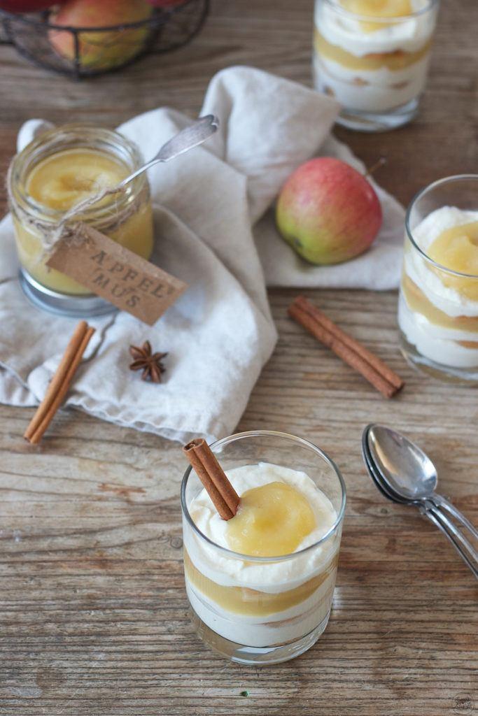 Leckeres Apfelmustiramisu im Glas serviert von Sweets & Lifestyle