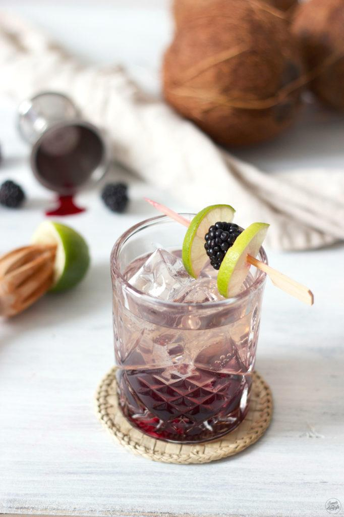 Blackberry Coconut Drink mit King Island Kokoswasser von Sweets & Lifestyle
