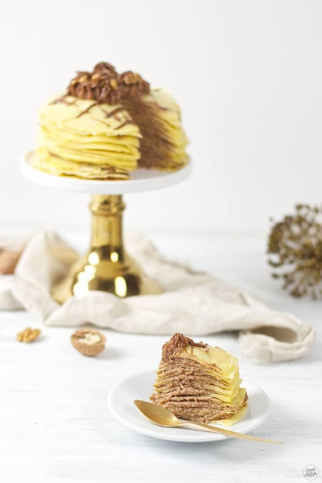 Ein Stück von der schmackhaften Palatschinkentorte von Sweets & Lifestyle