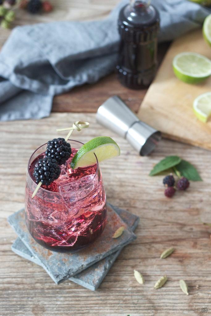 Gin Blackberry Cocktail mit selbst gemachten Brombeersirup von Sweets and Lifestyle