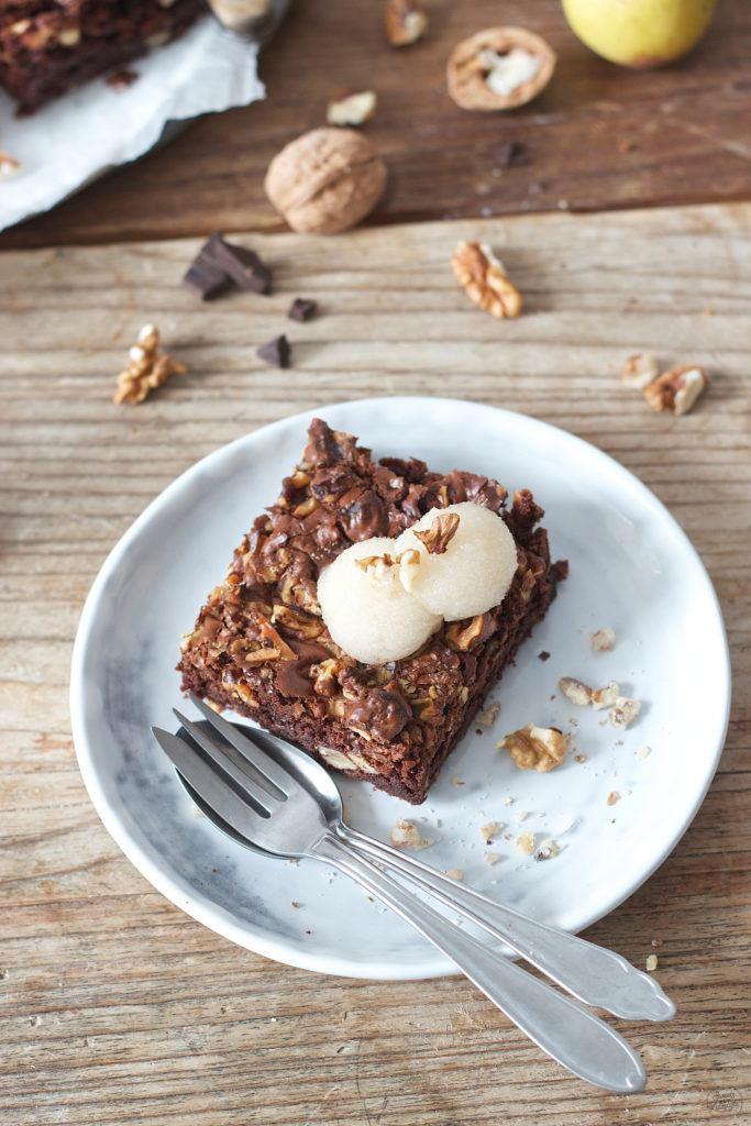 Koestliche Walnuss Brownies mit Birnensorbet nach einem Rezept von Sweets and Lifestyle