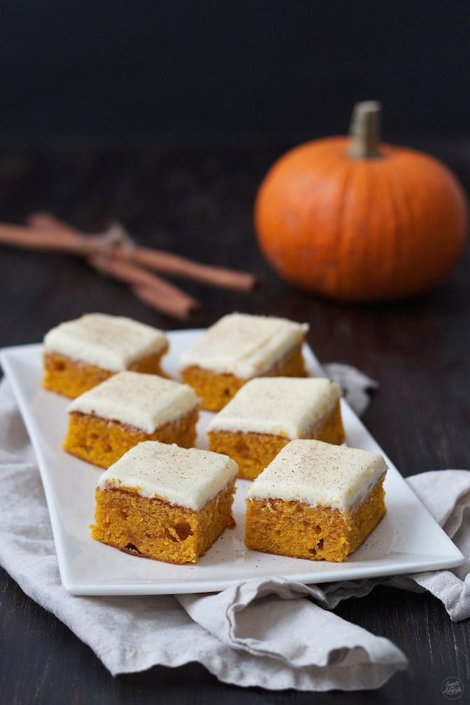 Herbstlicher Kürbiskuchen mit Frischkäsefrosting von Sweets & Lifestyle