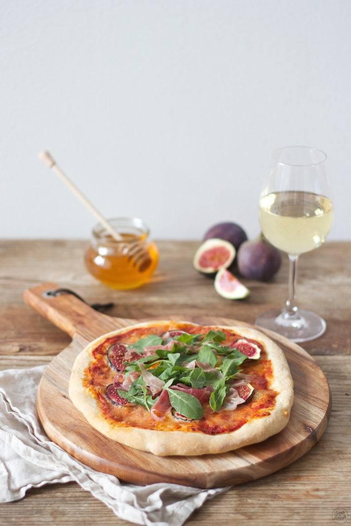 Pizza mit Feigen Prosciutto Rucola Honig von Sweets & Lifestyle