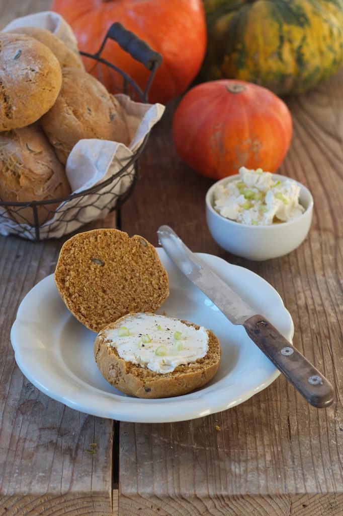 Fluffige Dinkel Kürbis Brötchen die auch eingefroren werden können von Sweets & Lifestyle®