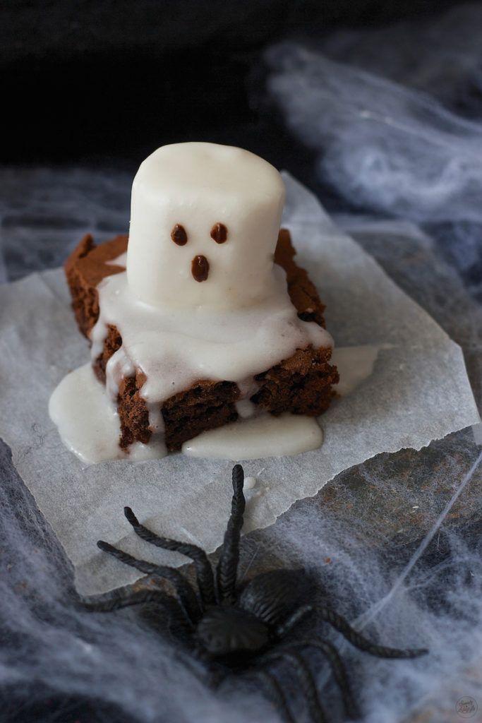 Leckere Geisterbrownies für Halloween von Sweets & Lifestyle
