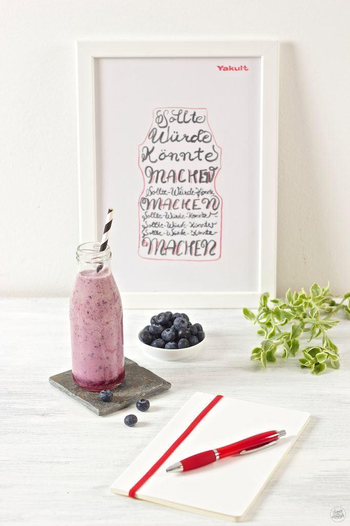 eidelbeer Smoothie mit Yakult zum Frühstück von Sweets & Lifestyle
