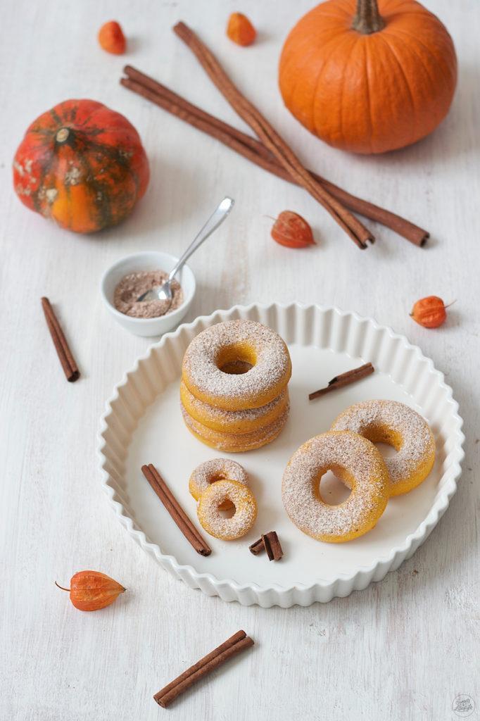 Herbstliche Kürbis Donuts aus dem Backofen von Sweets & Lifestyle®