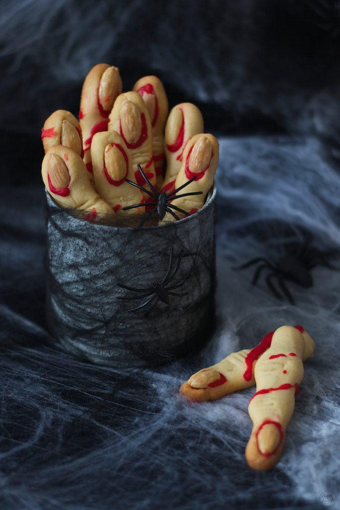 Hexenfinger aus Mürbteig für Halloween von Sweets & Lifestyle