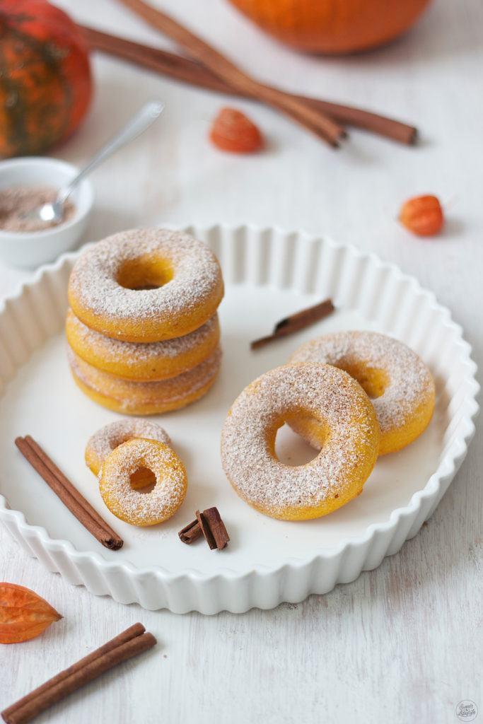 Saftiges Kürbis Donuts Rezept für Donuts aus dem Backrohr von Sweets & Lifestyle®