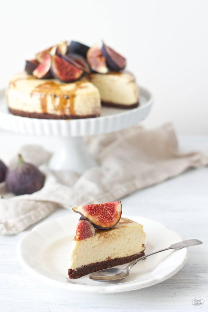 Leckerer Vanille Cheesecake auf Schokoboden mit Feigen und Balsamico von Sweets & Lifestyle