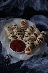 Gruselige Wurst Mumien als Fingerfood für Halloween von Sweets & Lifestyle