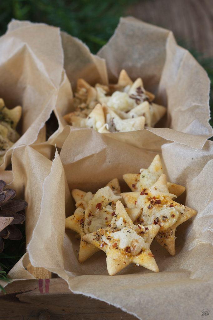 Selbst gemachte Käsecracker als Knabbergebäck von Sweets & Lifestyle®