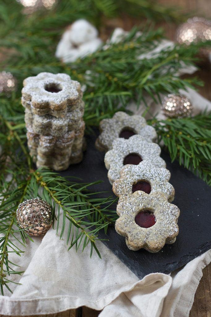 Selbst gemachte Mohnkekse gefüllt mit Powidl als Weihnachtskekse von Sweets & Lifestyle®
