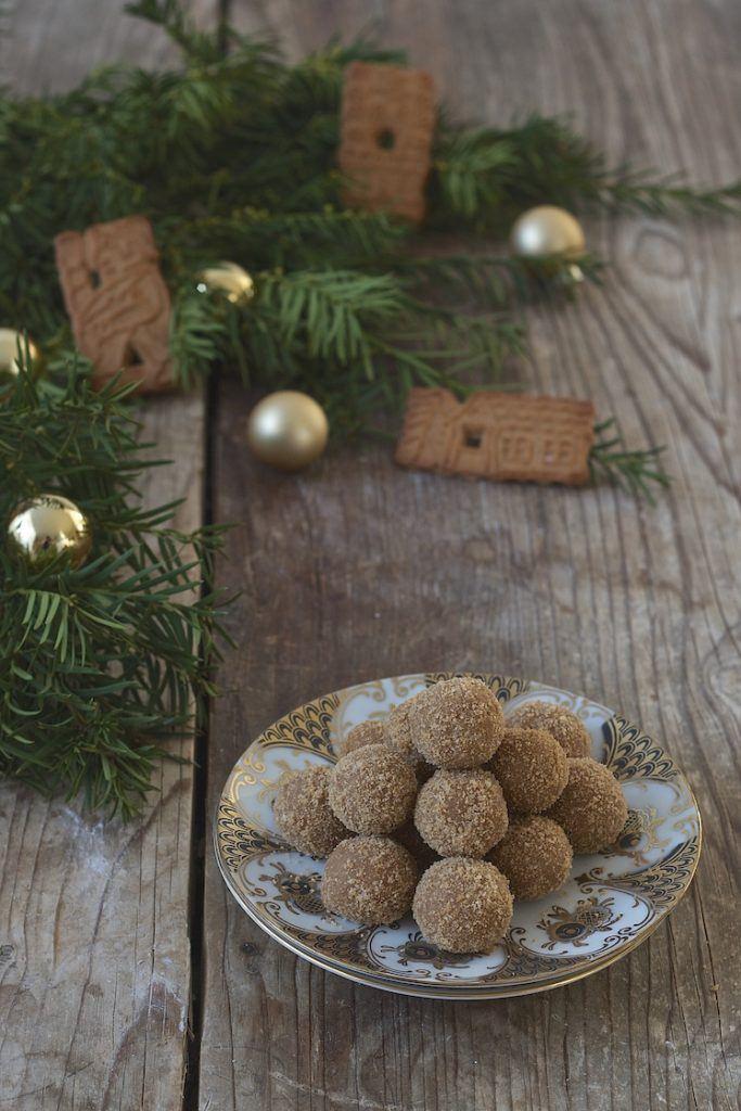 Spekulatiuskugeln mit weisser Schokolade und Marzipan von Sweets & Lifestyle®