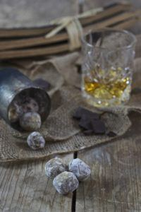 Selbst gemachte Whiskytrüffel als Weihnachtsgeschenk für Männer von Sweets & Lifestyle®