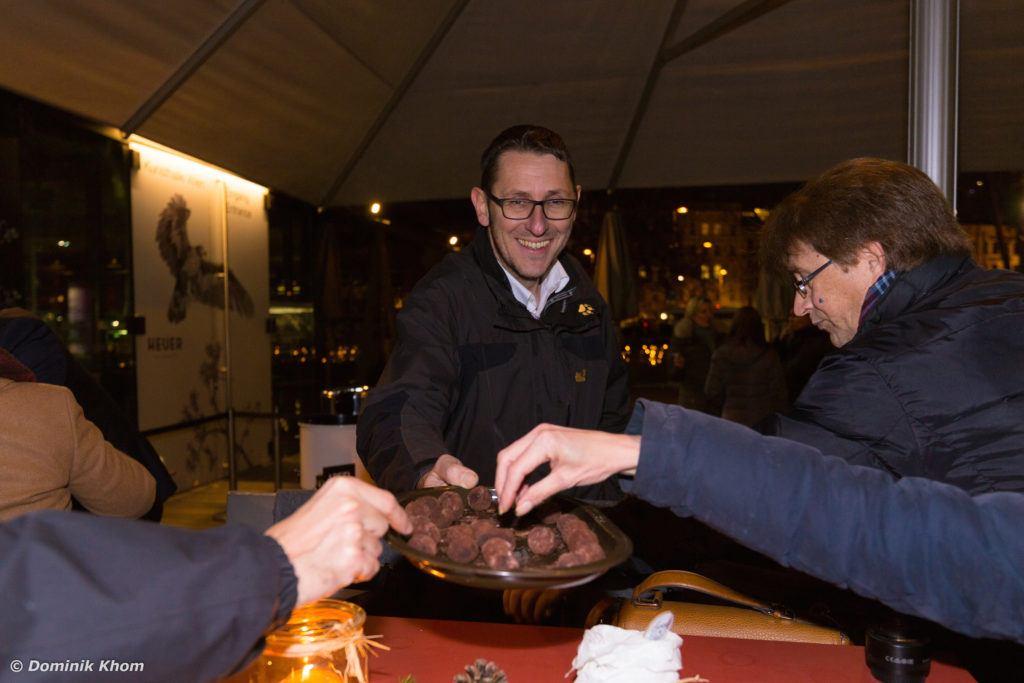Selbstgemachte Baileyskugeln für die Gäste der Buchpräsentation von Verena Pelikan auf der Terrasse des Restaurants Heuer am Karlsplatz in Wien