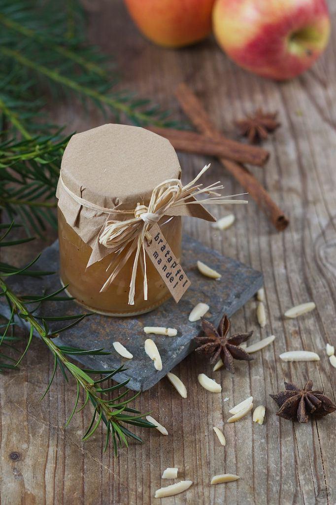 Bratapfelmarmelade mit Mandeln und einem Schuss Rum von Sweets & Lifestyle®