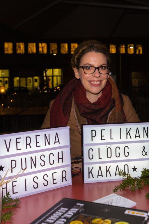 Buchpräsentation vom Getränke Buch Punsch Glögg und heißer Kakao von Verena Pelikan auf der Terrasse des Restaurants Heuer am Karlsplatz