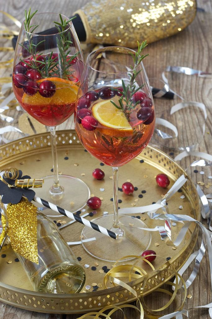 Fruchtiger Cranberry Orange Spritz als Aperitif zu Silvester von Sweets & Lifestyle®