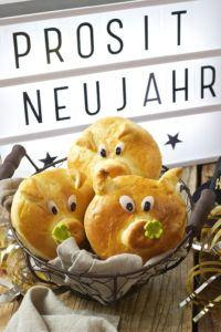 Glücksschweine aus Germteig als Glücksbringer zu Silvester von Sweets & Lifestyle®