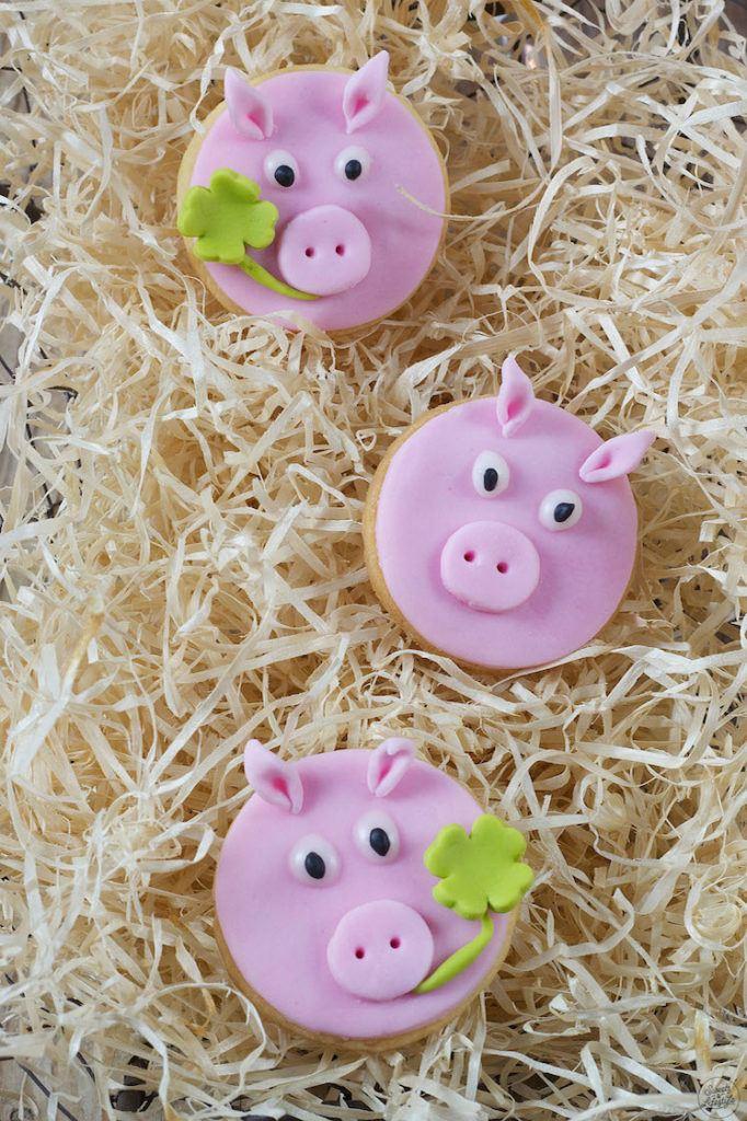 Selbst gemachte Glücksschweine aus Mürbteig als Neujahrsglücksbringer von Sweets & Lifestyle®
