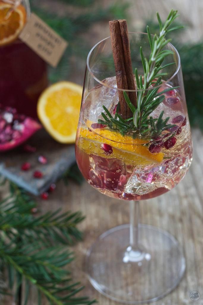 Granatapfel Orangen Spritzer als fruchtiger Wintercocktail von Sweets & Lifestyle®