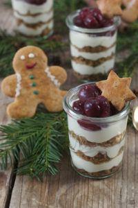 Lebkuchen Tiramisu im Glas mit Kirschen als Weihnachtsdessert von Sweets & Lifestyle®