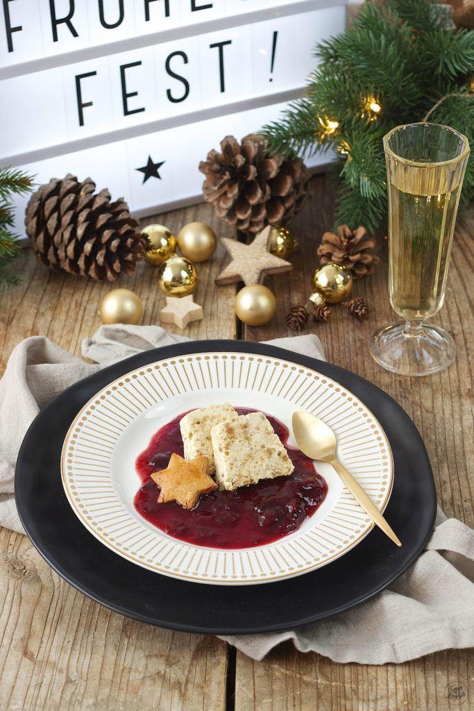Lebkuchenparfait mit Rotweinzwetschgen als Weihnachtsdessert von Sweets & Lifestyle®