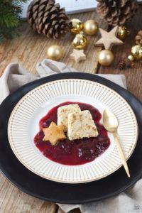 Leckeres Lebkuchenparfait mit Rotweinzwetschgen als Weihnachtsdessert von Sweets & Lifestyle®