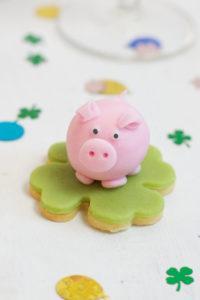 Marzipanschwein als selbst gemachter Neujahrsglücksbringer von Sweets & Lifestyle®