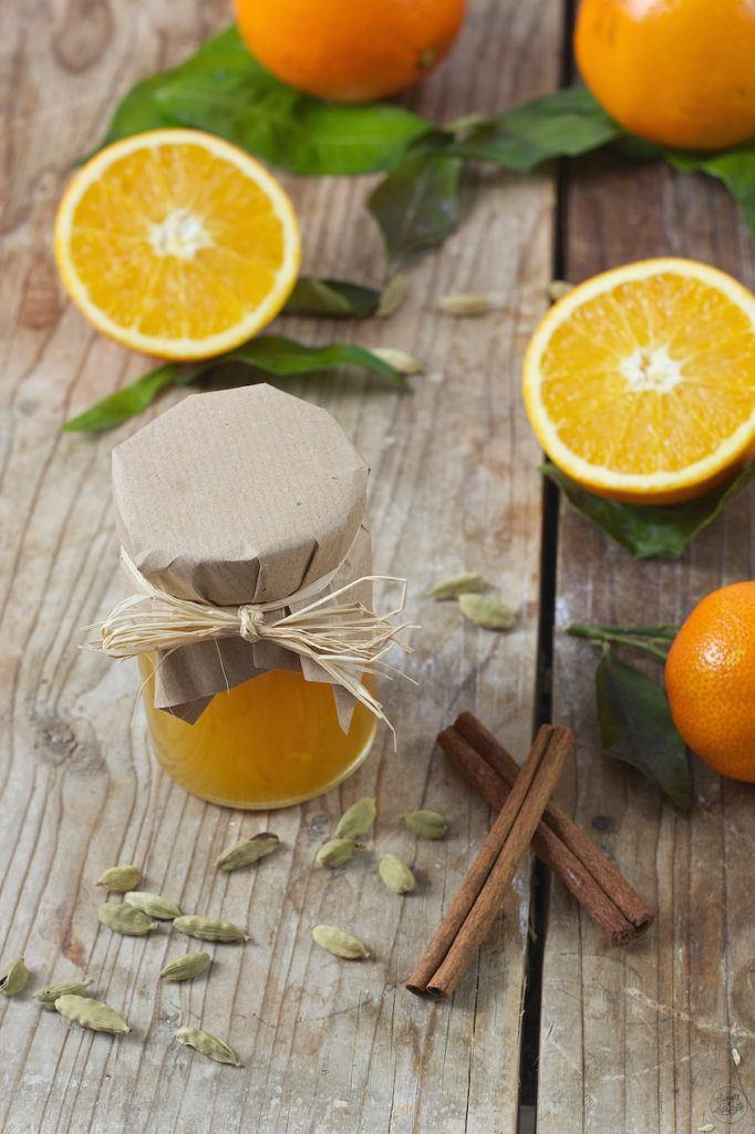 Selbst gemachte Orangenmarmelade mit Kardamom als Geschenk aus der Küche von Sweets & Lifestyle®