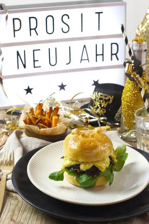 Schweinchen Burger Bun für den Silvester Burger von Sweets & Lifestyle®