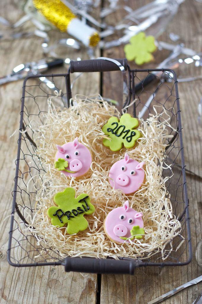 Glücksschweine aus Mürbteig als selbst gemachte Glücksbringer von Sweets & Lifestyle®